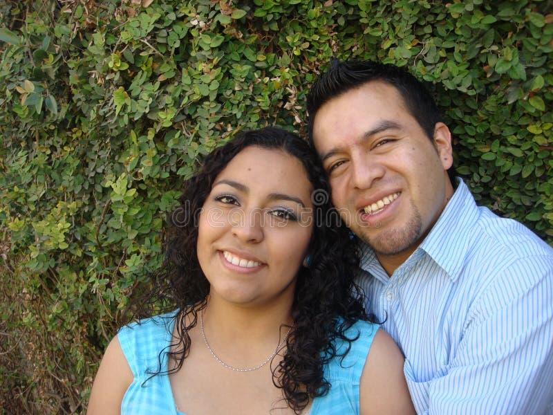 Pares latino-americanos felizes, novos no amor fotos de stock royalty free
