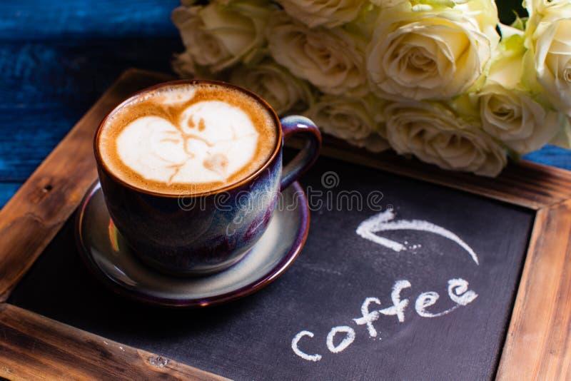 Pares loving da arte do Latte imagem de stock royalty free