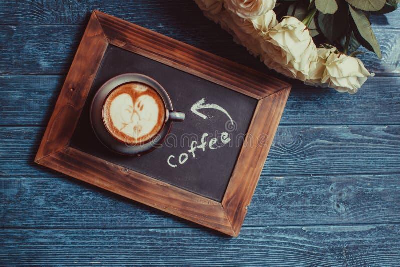 Pares loving da arte do Latte imagens de stock