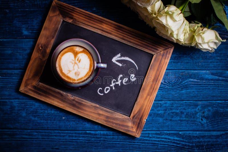Pares loving da arte do Latte imagens de stock royalty free