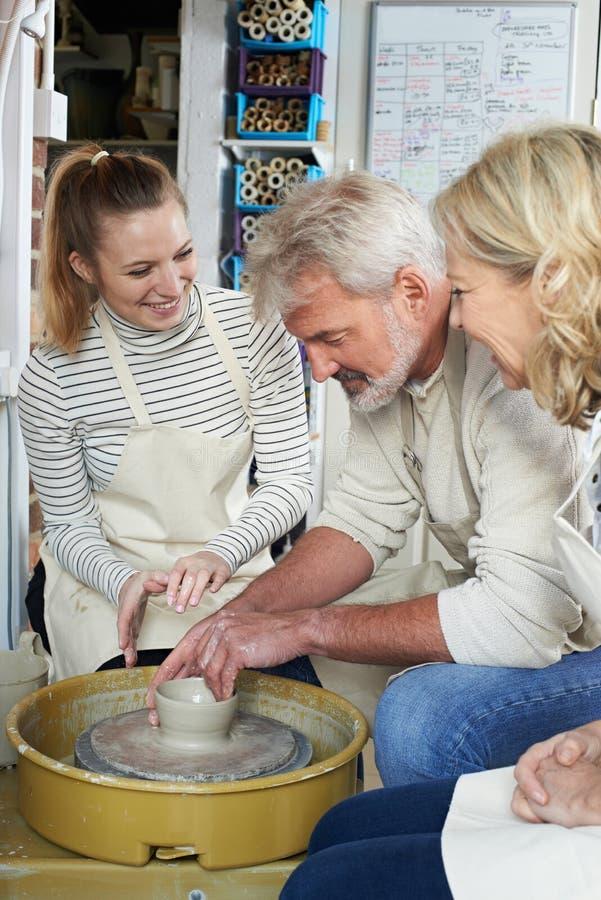 Pares maduros com professor In Pottery Class foto de stock royalty free