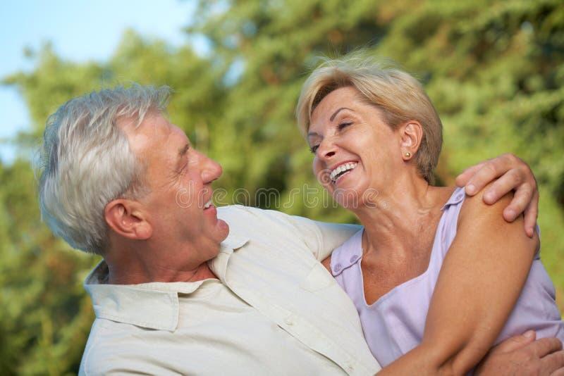 Pares maduros muito felizes fotografia de stock royalty free