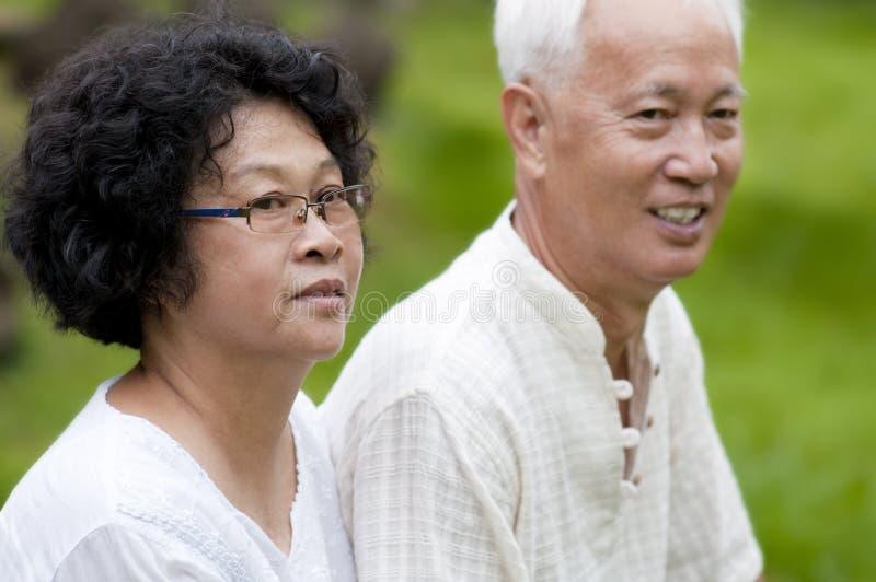 Pares mayores asiáticos imagenes de archivo