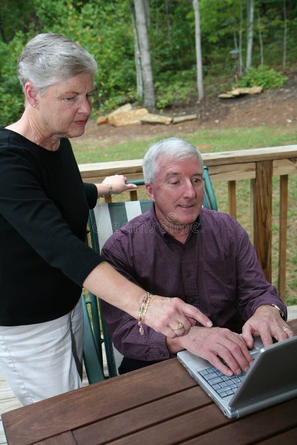 Download Pares Mayores Felices En El Ordenador Foto de archivo - Imagen de afecto, abuela: 1278608