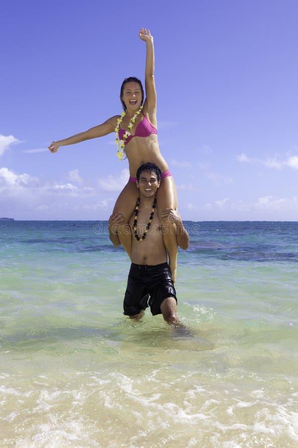 Pares mezclados en Hawaii fotos de archivo libres de regalías