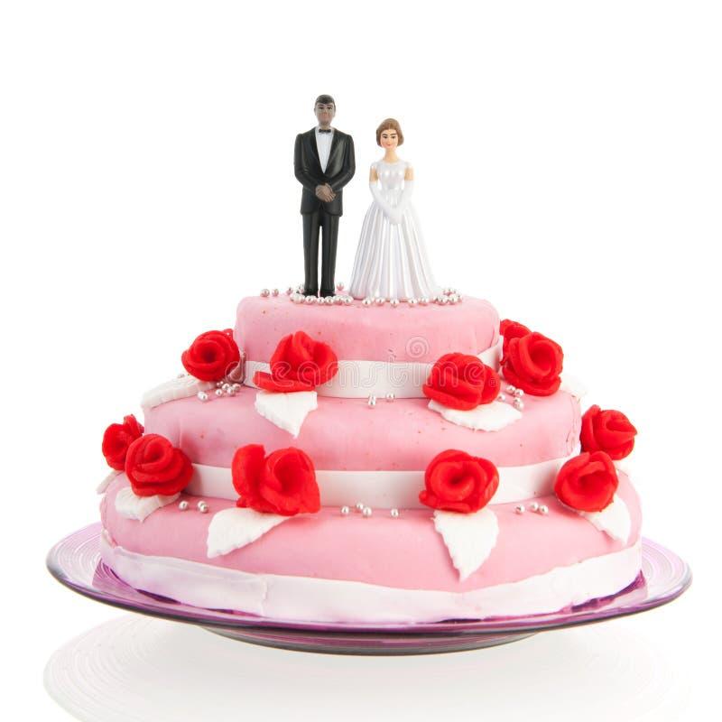 Pares mezclados encima del pastel de bodas foto de archivo libre de regalías
