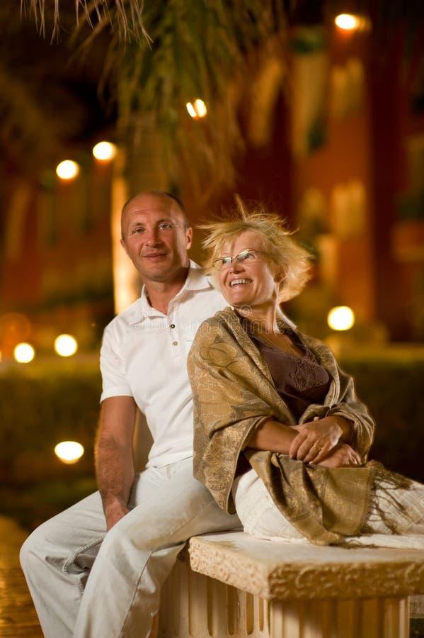 pares Midlle-envelhecidos no amor imagem de stock royalty free