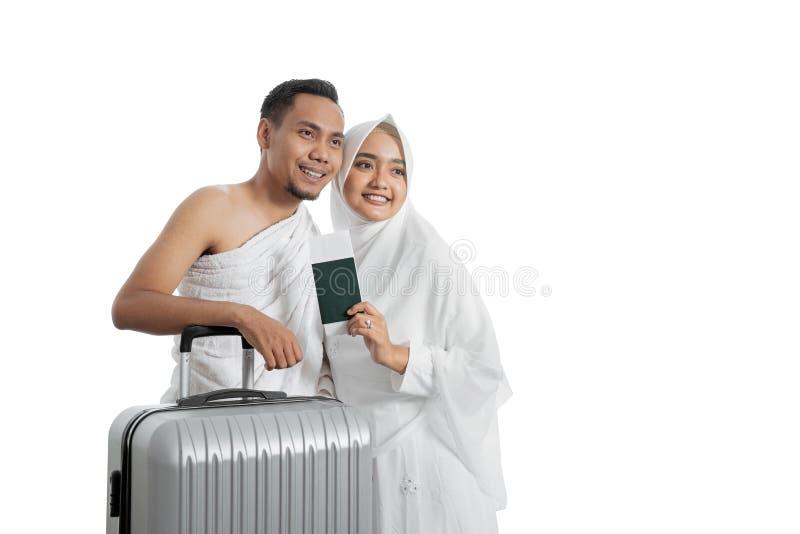 Pares muçulmanos esposa e marido prontos para o Haj imagens de stock