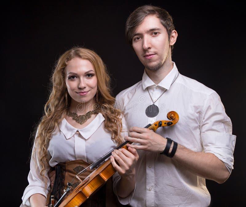 Pares musicales con el violín imagen de archivo libre de regalías