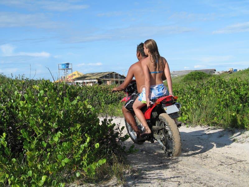 Pares na motocicleta foto de stock royalty free