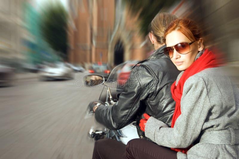 Pares na motocicleta fotos de stock