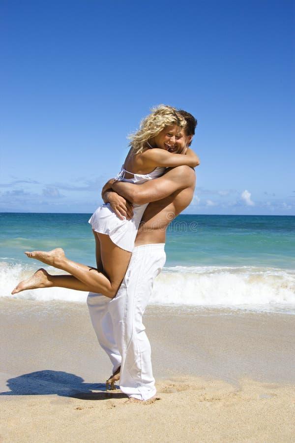 Pares no abraço. fotografia de stock royalty free