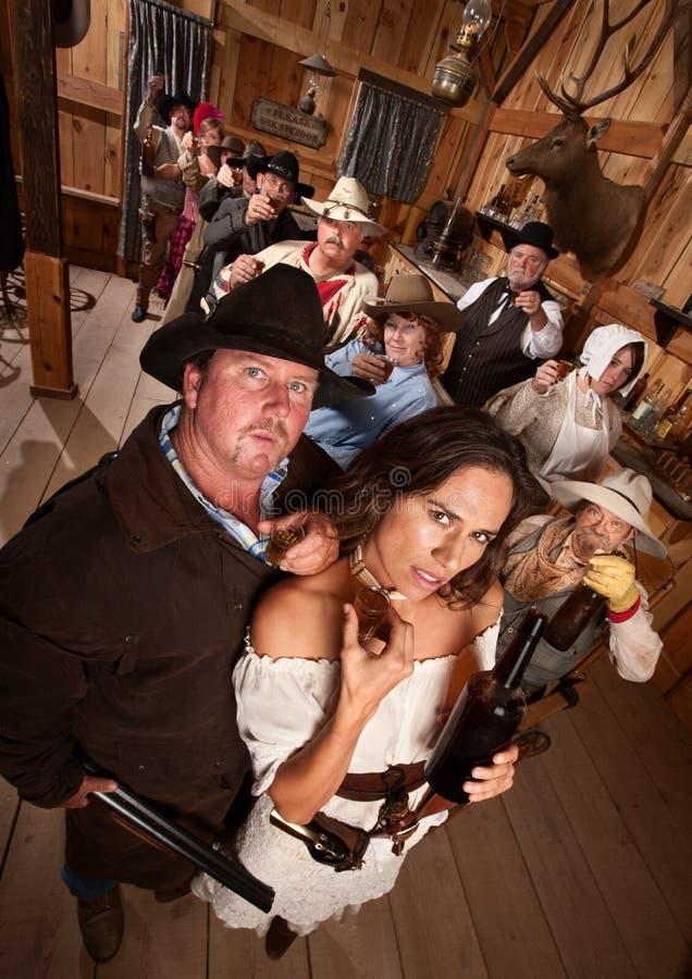 Pares no bar ocidental velho fotos de stock royalty free
