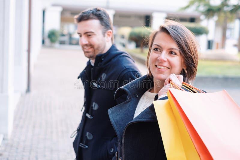 Pares no tempo da compra foto de stock