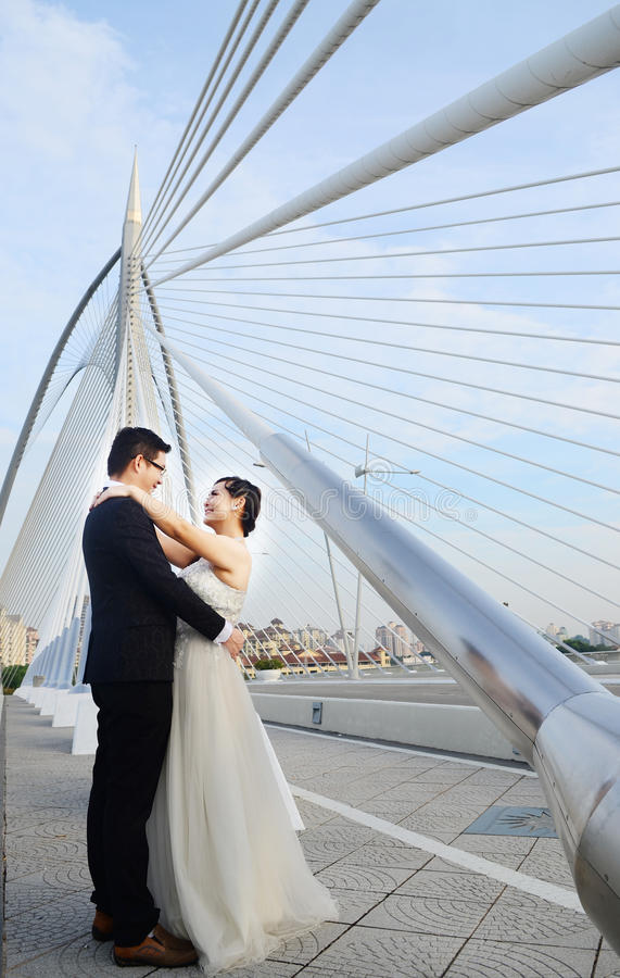 Pares novos asiáticos do casamento foto de stock royalty free
