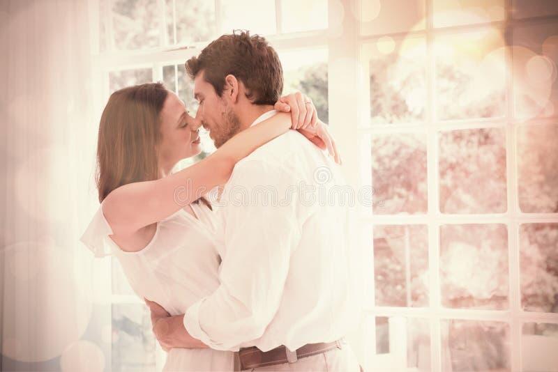 Pares novos loving aproximadamente a beijar ilustração stock