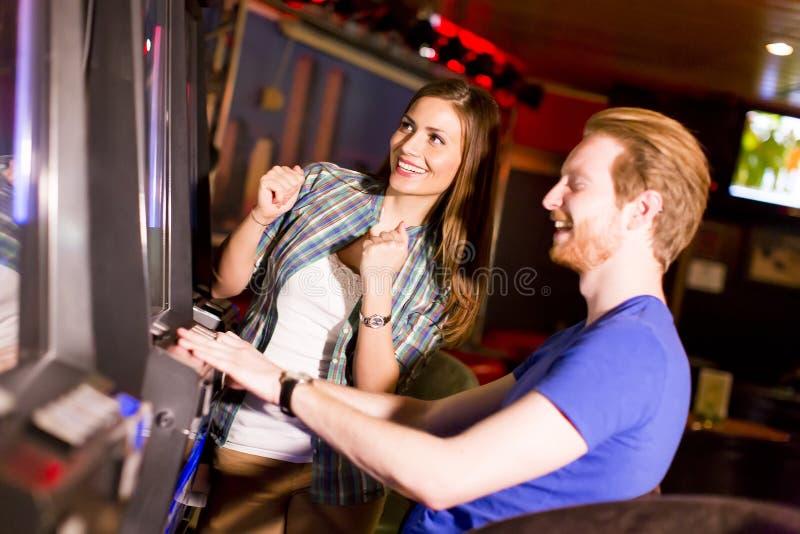 Pares novos no casino imagens de stock