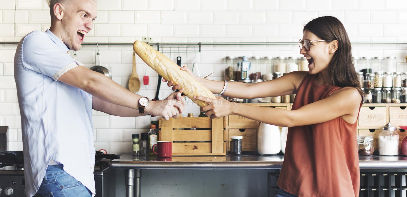 Pares que cozinham o conceito do estilo de vida do passatempo fotos de stock royalty free