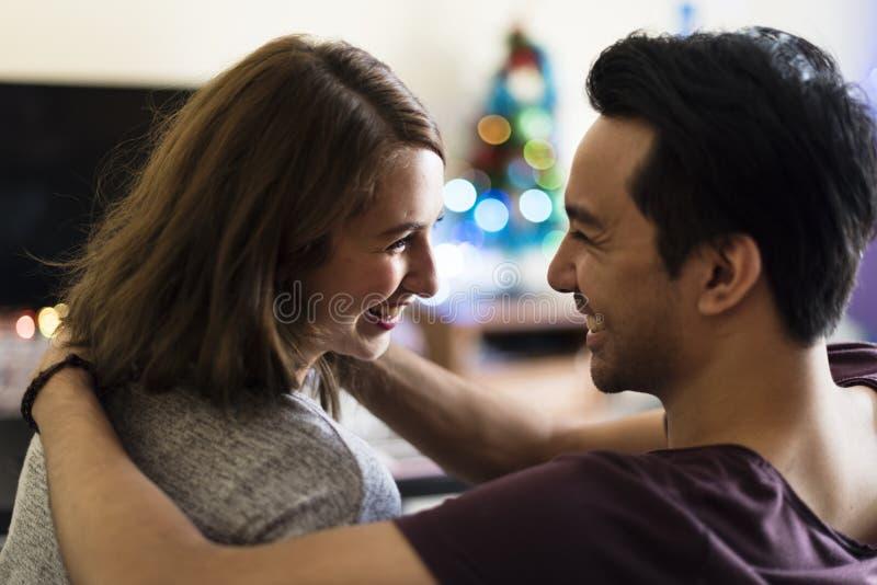 Pares que datam o conceito do feriado da apreciação da felicidade foto de stock royalty free