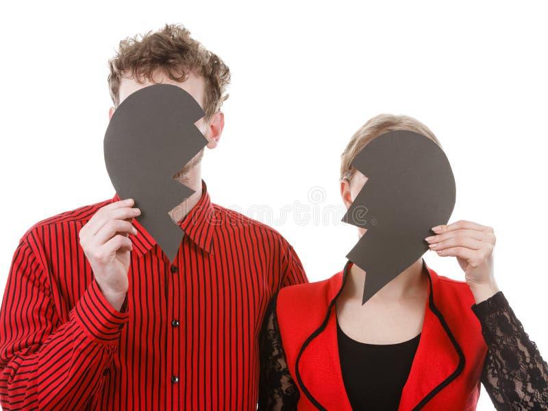 Pares que ocultan sus caras imágenes de archivo libres de regalías