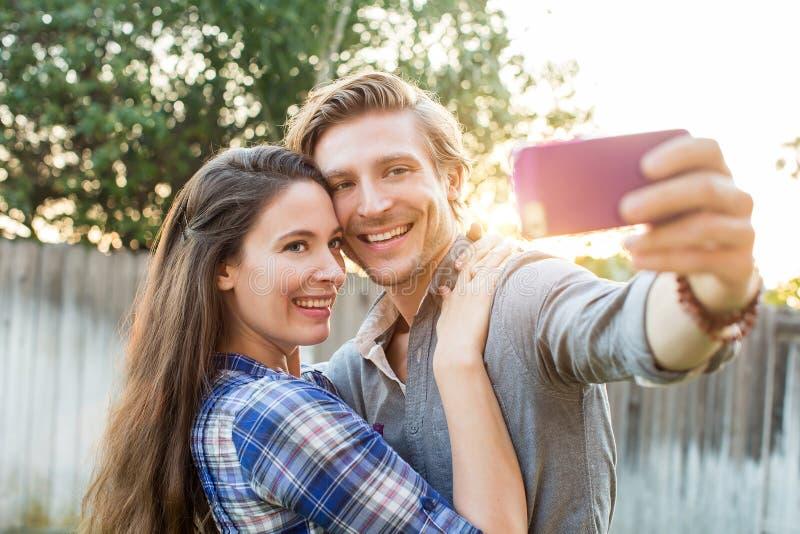 Pares que toman el selfie fotografía de archivo