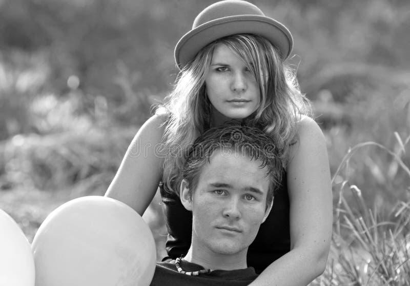 Pares románticos calientes atractivos de la mujer joven y del hombre fotos de archivo libres de regalías