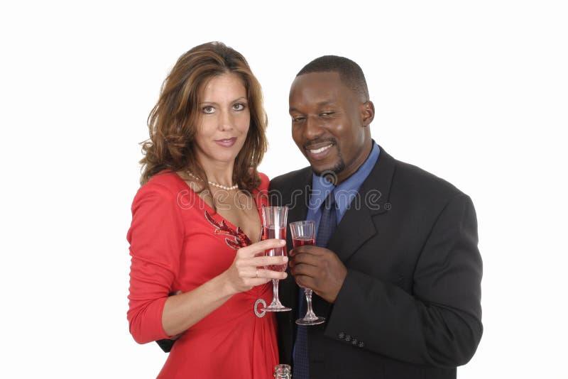 Pares románticos que celebran con el vino 11 imagen de archivo