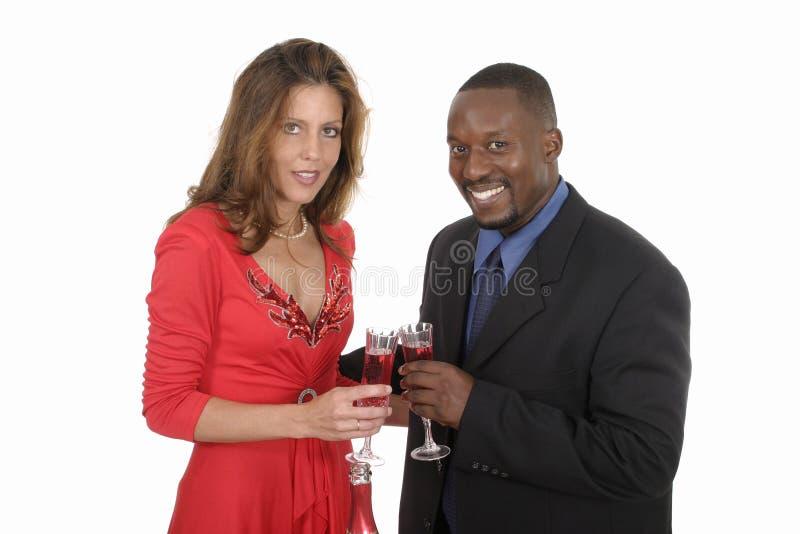 Pares románticos que celebran con el vino 9 imagen de archivo libre de regalías