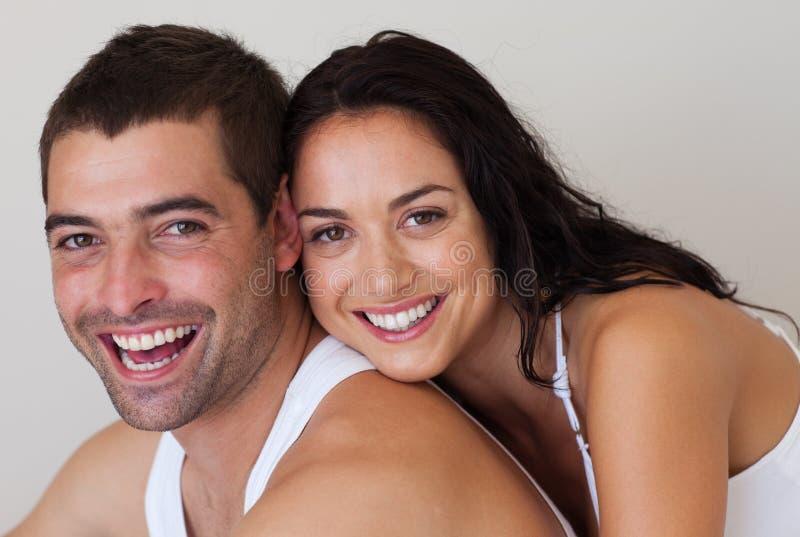 Pares românticos de sorriso fotografia de stock royalty free