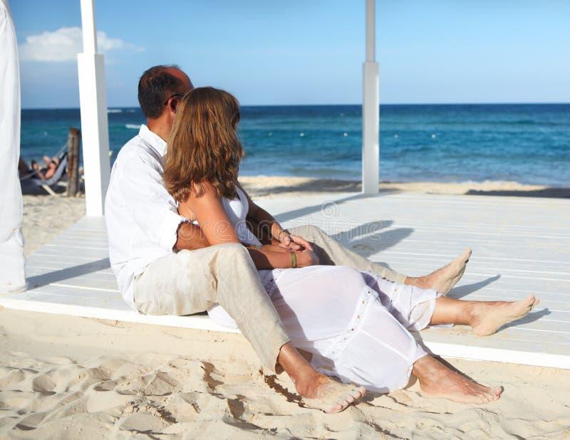 Pares românticos loving imagem de stock royalty free