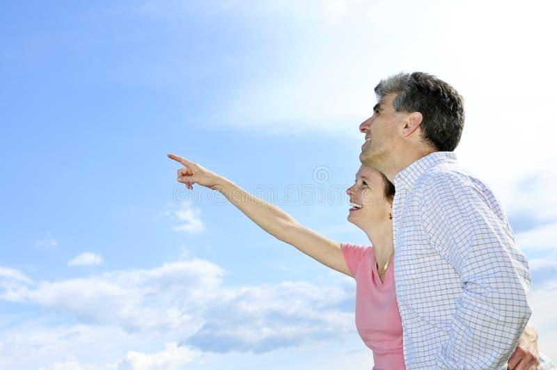 Pares românticos maduros imagens de stock royalty free