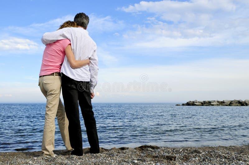 Pares românticos maduros foto de stock