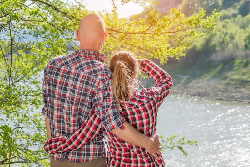 Pares românticos no amor foto de stock royalty free