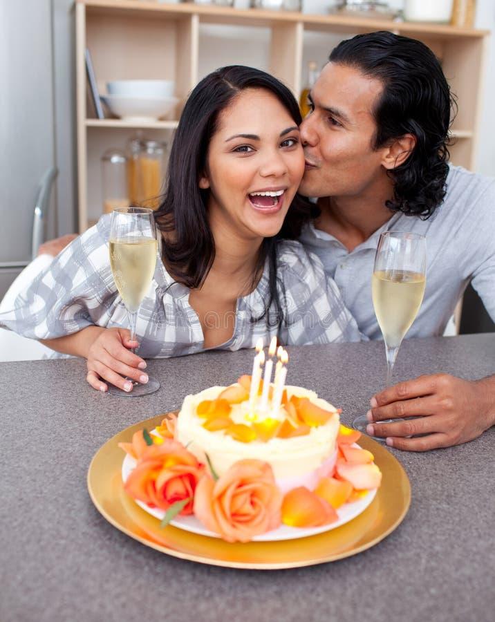 Download Pares Românticos Que Comemoram Foto de Stock - Imagem de excitamento, menina: 12813118