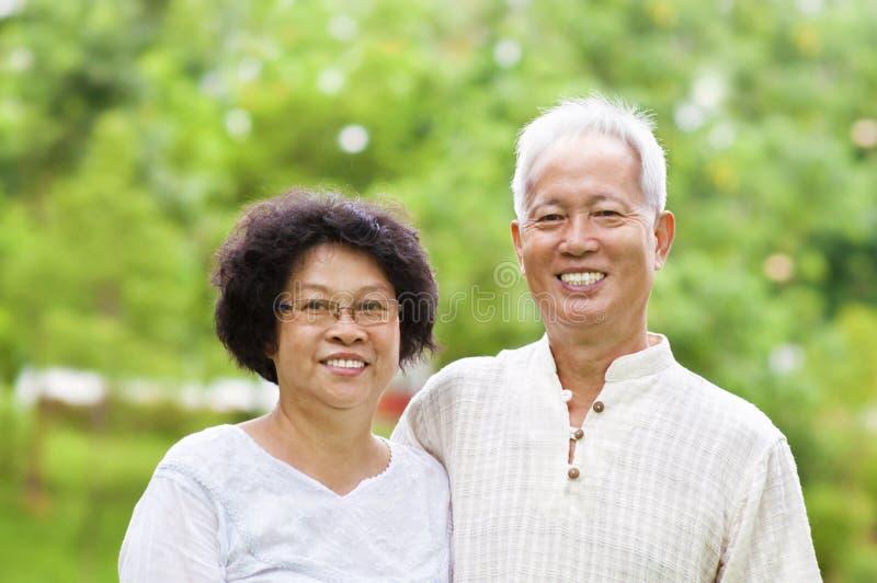 Pares sênior asiáticos foto de stock