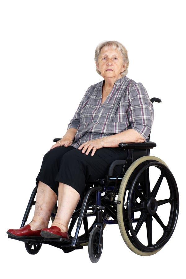 Pares sênior com o homem na cadeira de rodas foto de stock