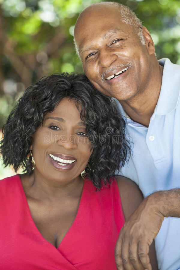 Pares sênior do homem & da mulher do americano africano fotografia de stock royalty free