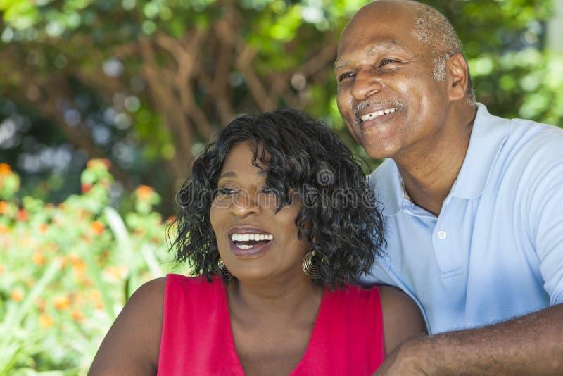 Pares sênior do homem & da mulher do americano africano foto de stock