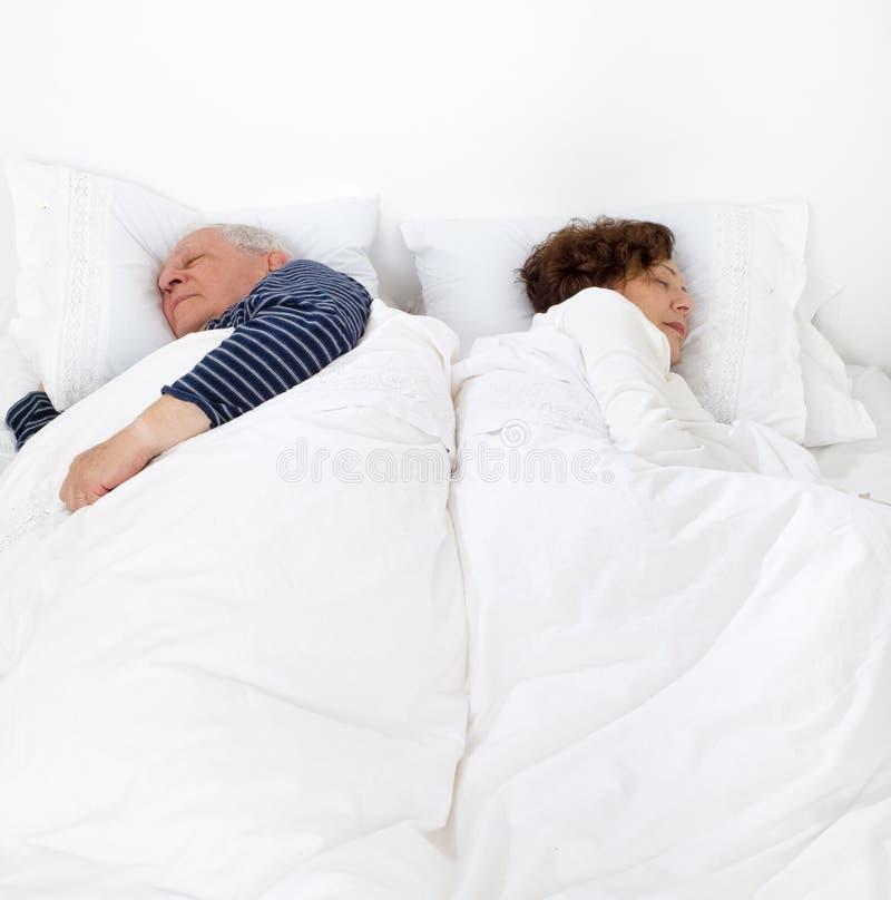 Pares sênior na cama fotografia de stock royalty free