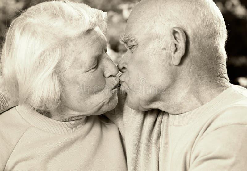 Pares sênior no amor fotografia de stock