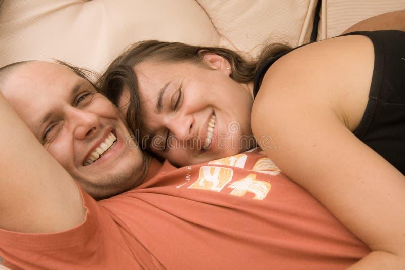 Pares sonrientes fotos de archivo libres de regalías