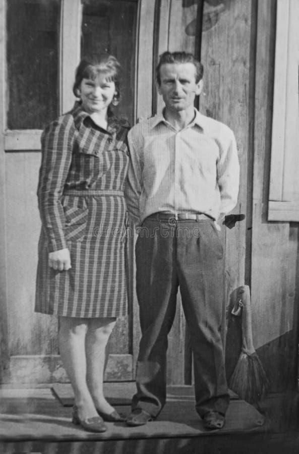 Pares velhos da fotografia do vintage no amor imagem de stock royalty free