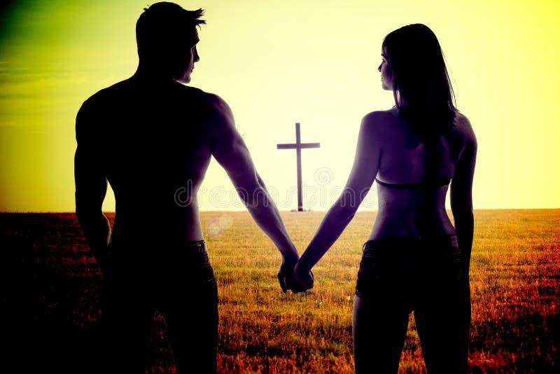 paret hands holdingromantikerbarn royaltyfri foto