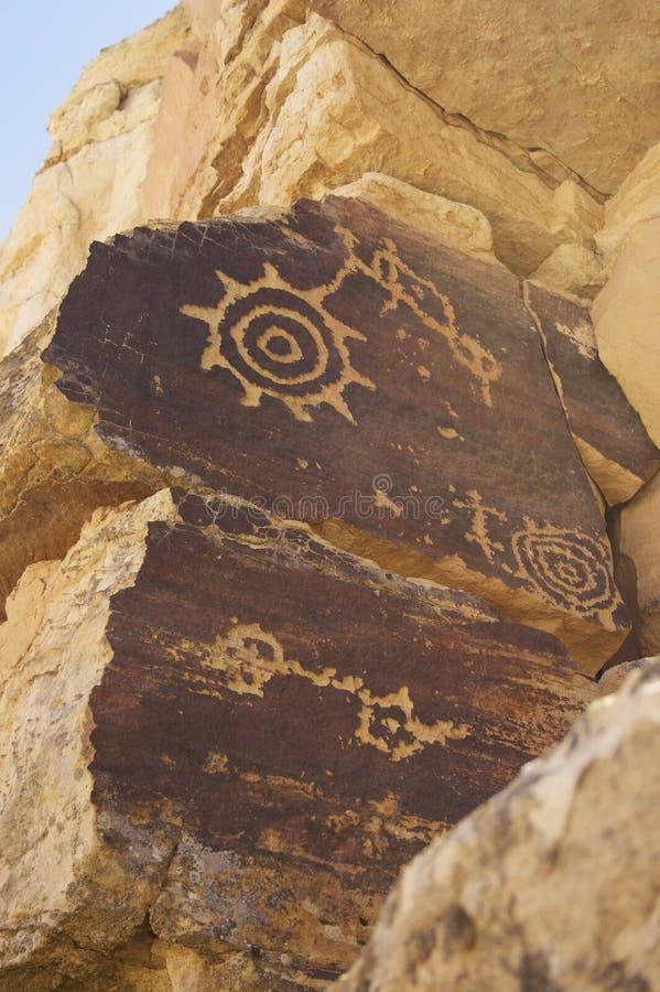 Parete antica di arte della roccia di Petropglyph del Hopi fotografia stock