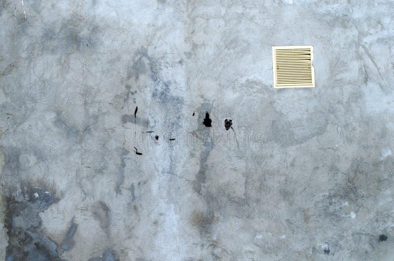 Parete concreta grigia del garage con i punti del BAC nero dell'estratto della pittura immagine stock libera da diritti