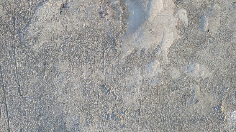 Parete coperta di gesso grigio del cemento grezzo Fondo Primo piano fotografia stock