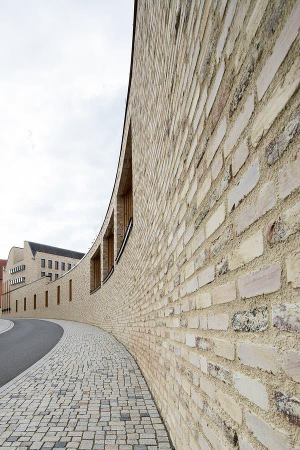 Parete curva giallo in Rottenburg fotografia stock libera da diritti