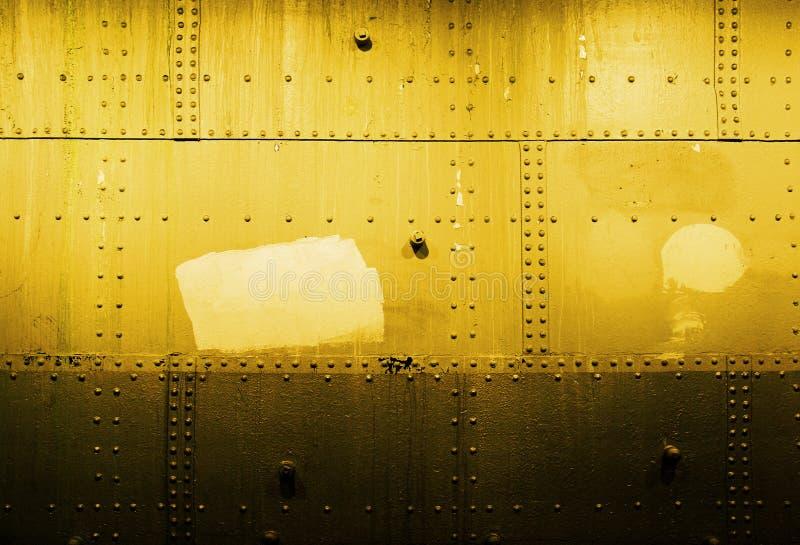 Parete d'acciaio nel tono giallo immagini stock libere da diritti