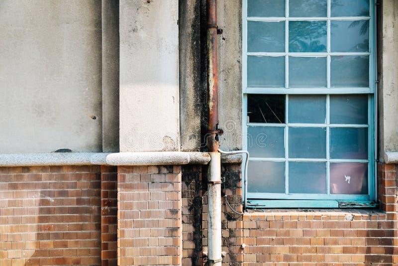 Parete d'annata e finestra a Taichung, Taiwan fotografia stock