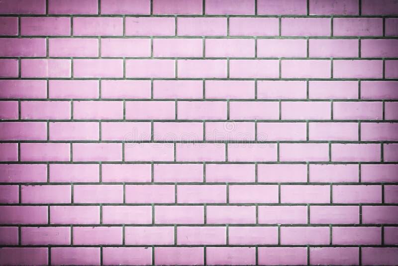 Parete dei mattoni porpora La struttura della muratura immagini stock libere da diritti